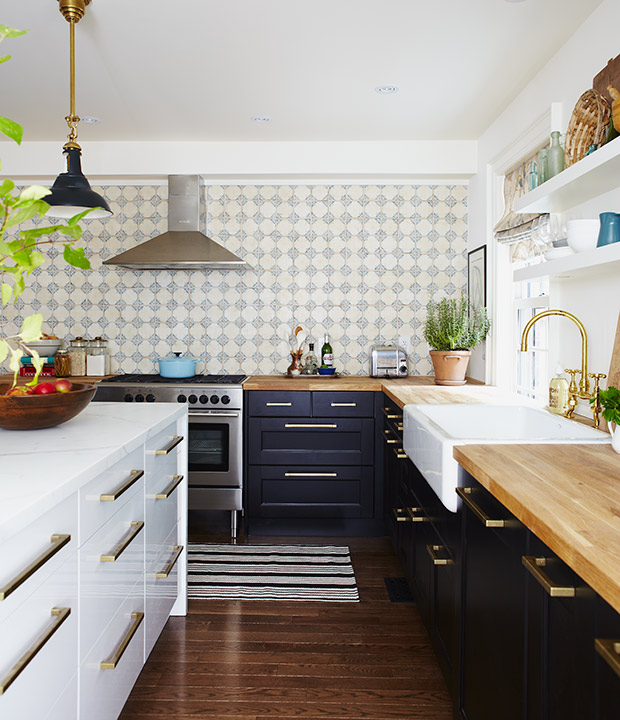 White Kitchen with mixed materials 4