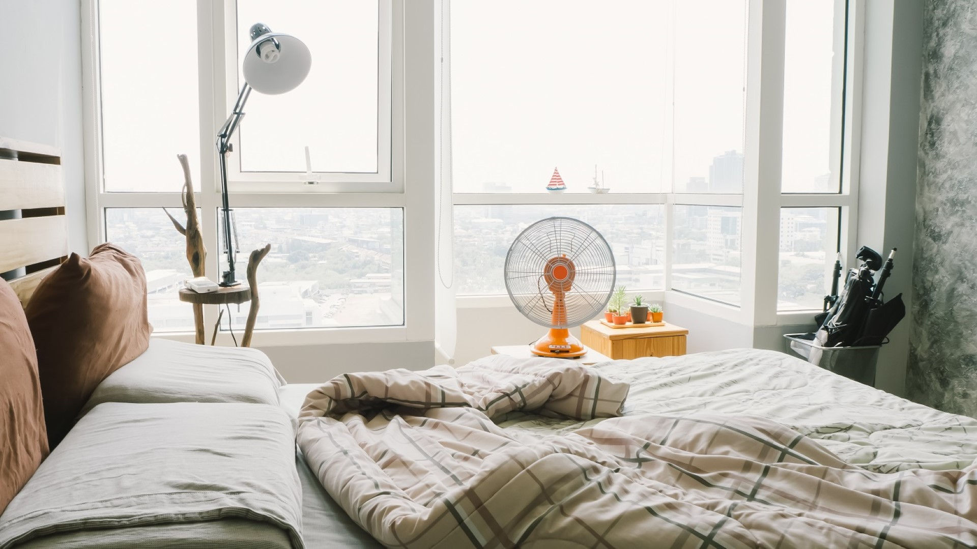 bedroom temperature what s your preference 14834 | fan in bedroom