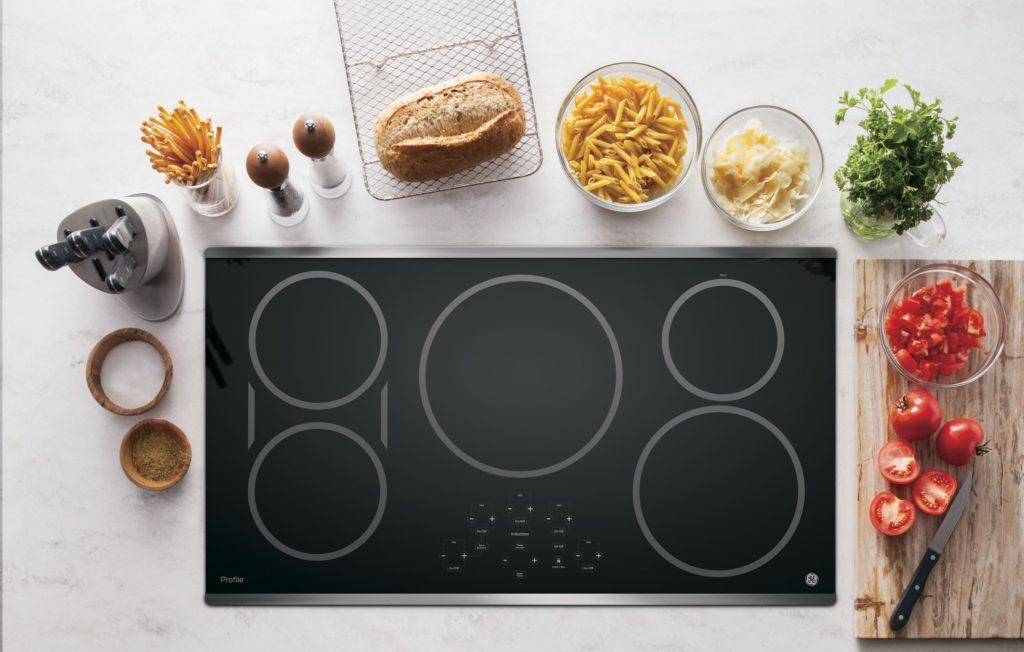 Comment fonctionnent les surfaces de cuisson à induction de GE