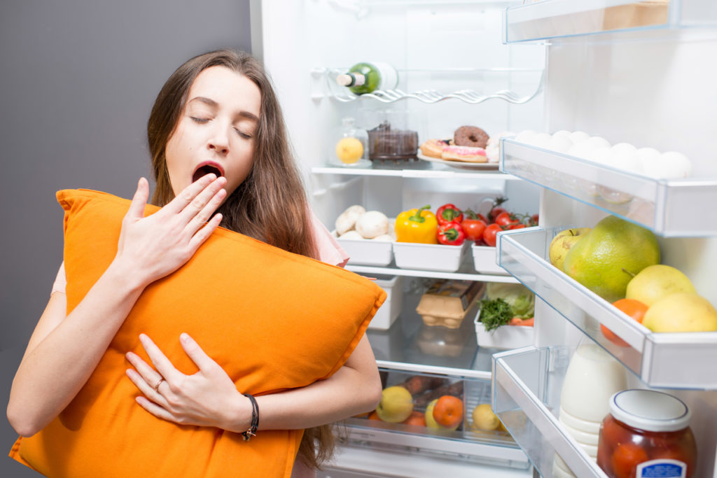 Comment le manque de sommeil affecte votre alimentation et pourquoi Beautyrest peut vous aider