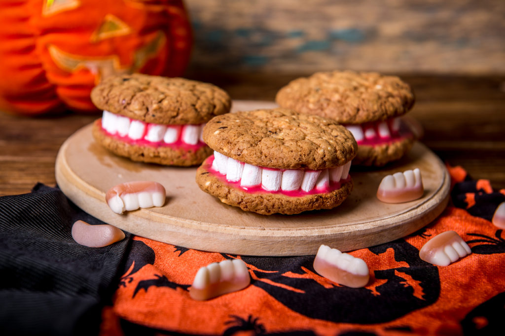 Dracula Dentures for Halloween made of cookies and marshmallow
