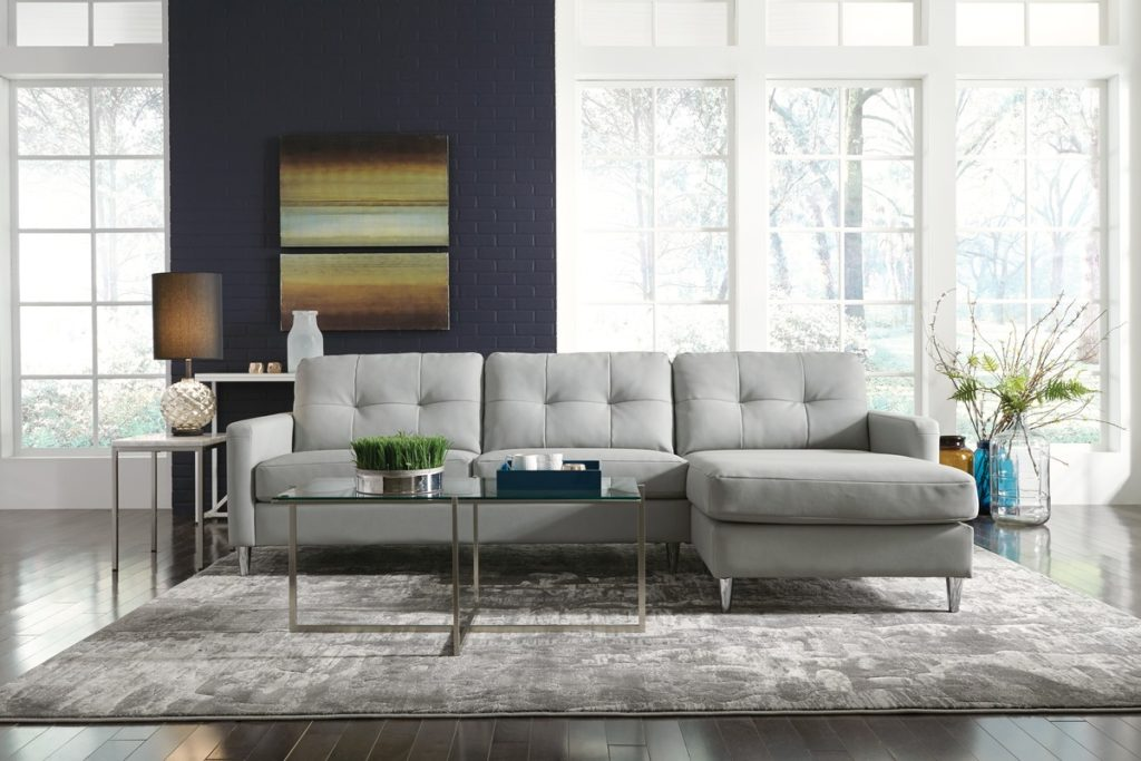 Un nouveau canapé en tissu ou en cuir