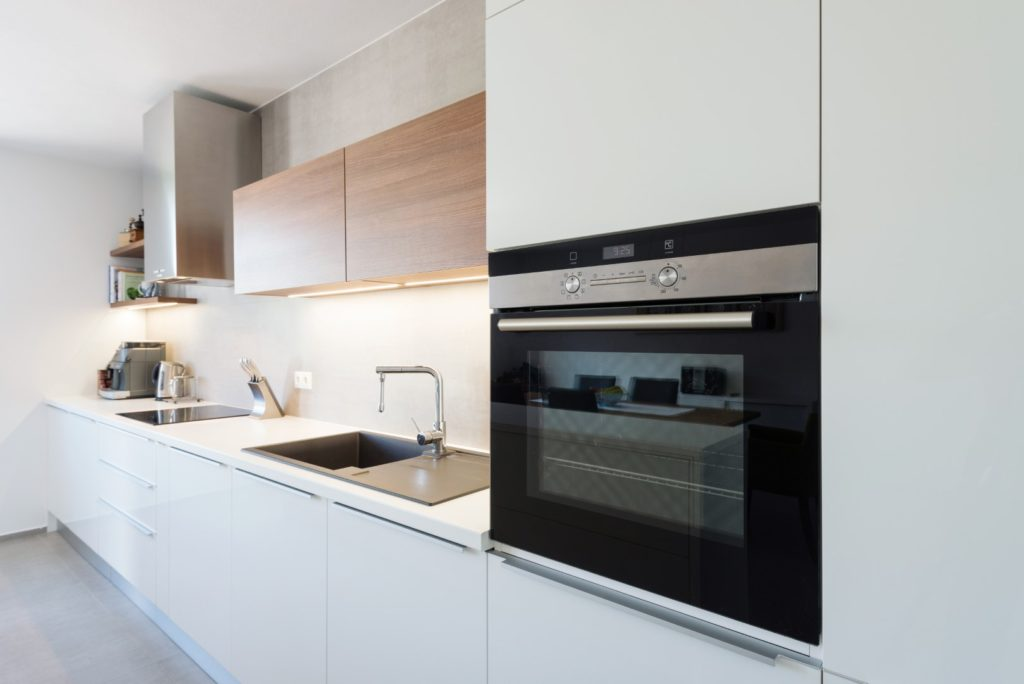 Choosing between a Wall Oven and a Conventional Range