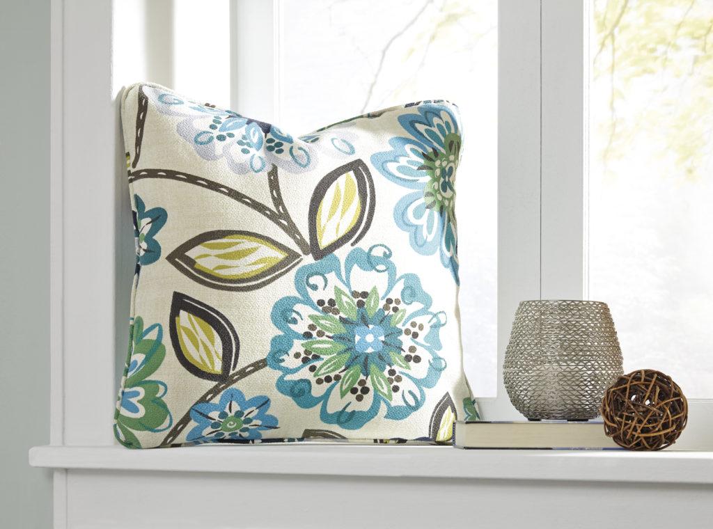 Outdoor toss pillows