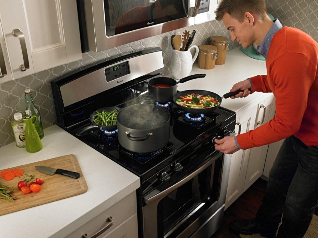Comment Choisir Une Hotte De Cuisine comment choisir la cuisinière parfaite pour votre cuisine