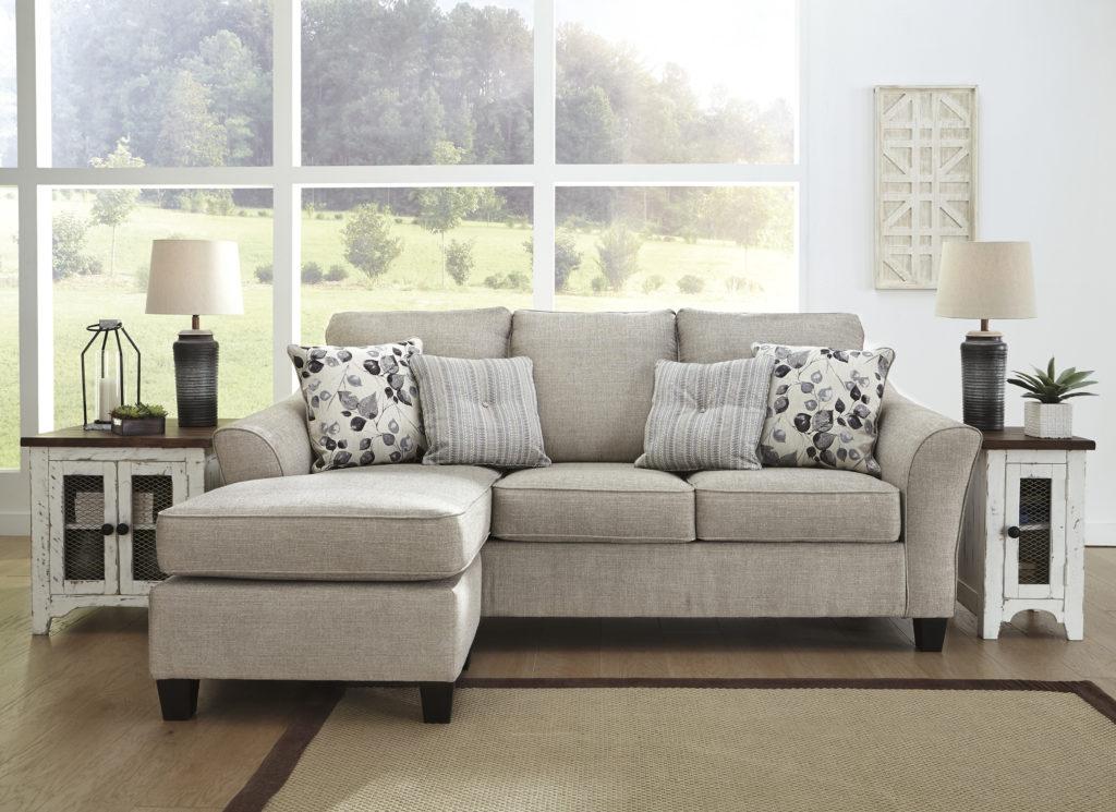 Comment choisir le bon mobilier Signature Design pour votre salon