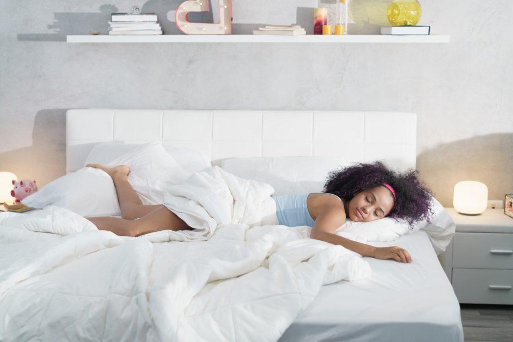 Conseils pour les dormeurs sur le ventre