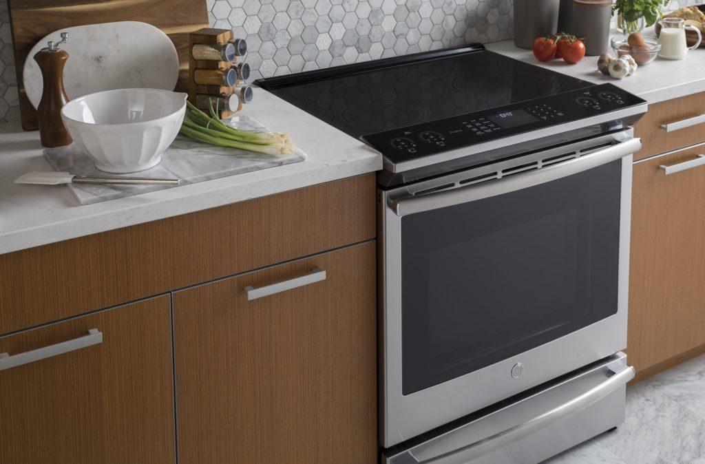 Comment choisir entre un duo four mural et plaque et une cuisinière de GE Profile