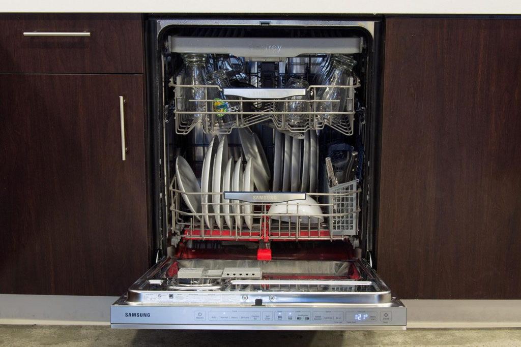 Comment se fait le lavage dans un lave-vaisselle Samsung