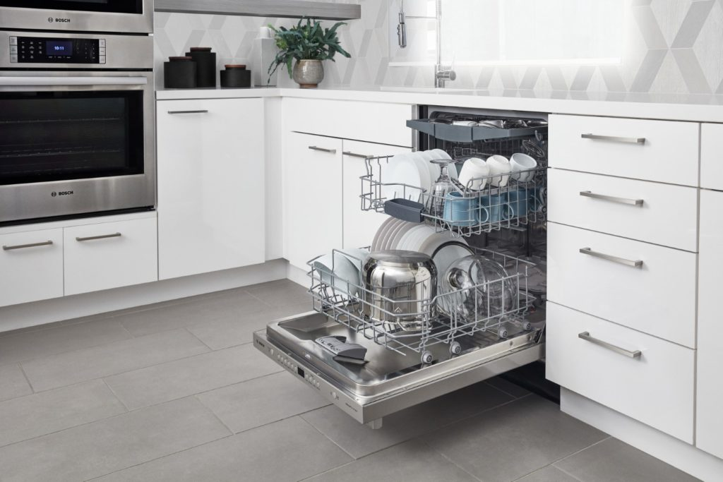 Bosch-100Series-Dishwasher-in-Stainless-Steel_Racks-1024x683