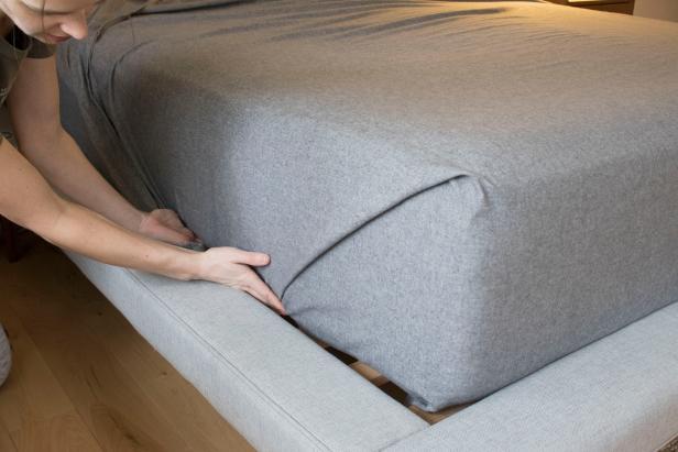 Faire son lit avec la méthode des coins d'hôpital