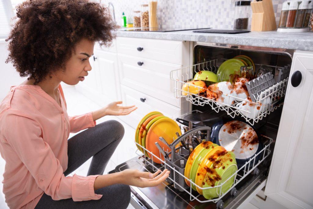 7 problèmes fréquents avec les lave-vaisselle (et comment les régler)